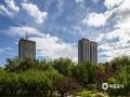 中国天气网讯     河北廊坊燕郊,最近两天,当地多雷雨天气,天空阴沉。今天早晨,雨过天气,碧空如洗。摄影爱好者用镜头记录下了蔚蓝的天空。(摄影/李辉)