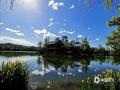 中国天气网讯 最近几天,河北承德迎来蓝天白云的好天气。并且气温的上升,也让室外夏天的味道越来越浓。在市区的武烈河和避暑山庄内,蓝天白云与河面、湖面交相辉映,映衬出水天一色的初夏美景。(图/穆瑞刚)