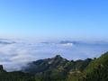 8月28日早晨,承德市承德县西山村出现了云雾和朝霞。从高空看,云雾笼罩群山,再搭配绚丽的朝霞,美景犹如画境一般。(图\朱环娟)