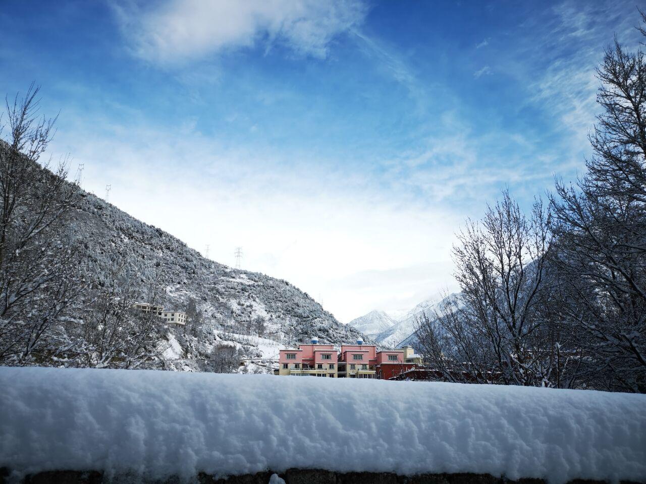 康定,迎来最美丽的春雪