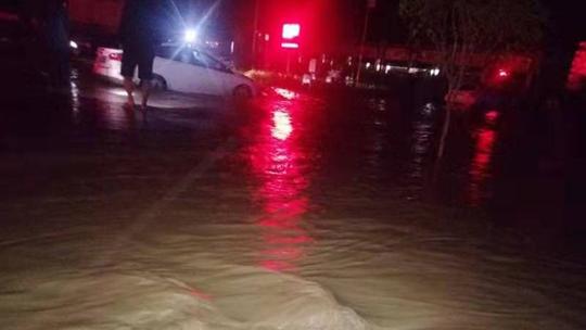九寨沟县出现暴雨天气
