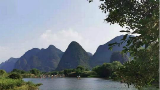 桂林山水美如画 群峰倒影山浮水