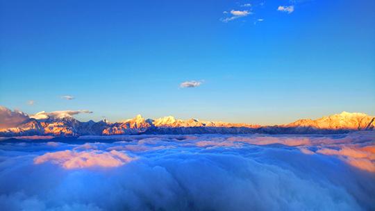 极目远眺牛背山 看云海赏日出风光