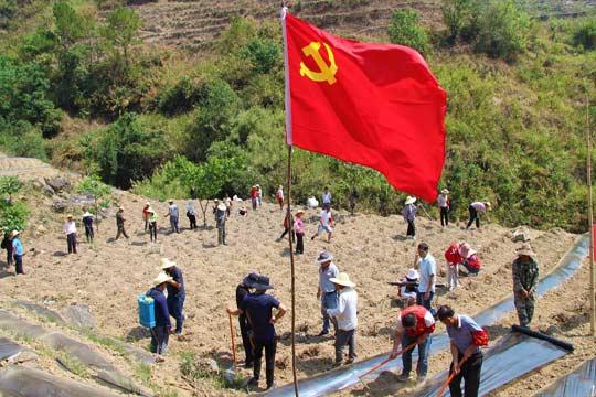 高温干旱中的云南劳动者 致敬!