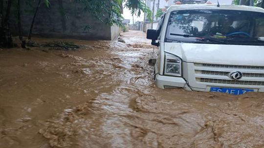云南耿马县遭遇强降雨 致多地不同程度受灾