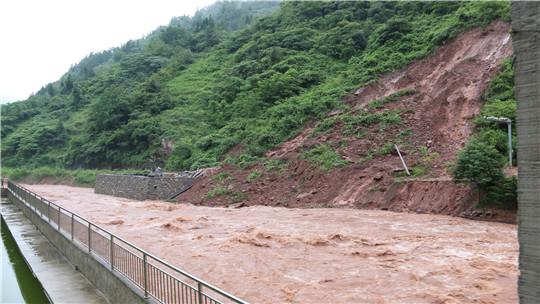 雨势猛!大暴雨导致昭通威信县石坎村发生次生灾害