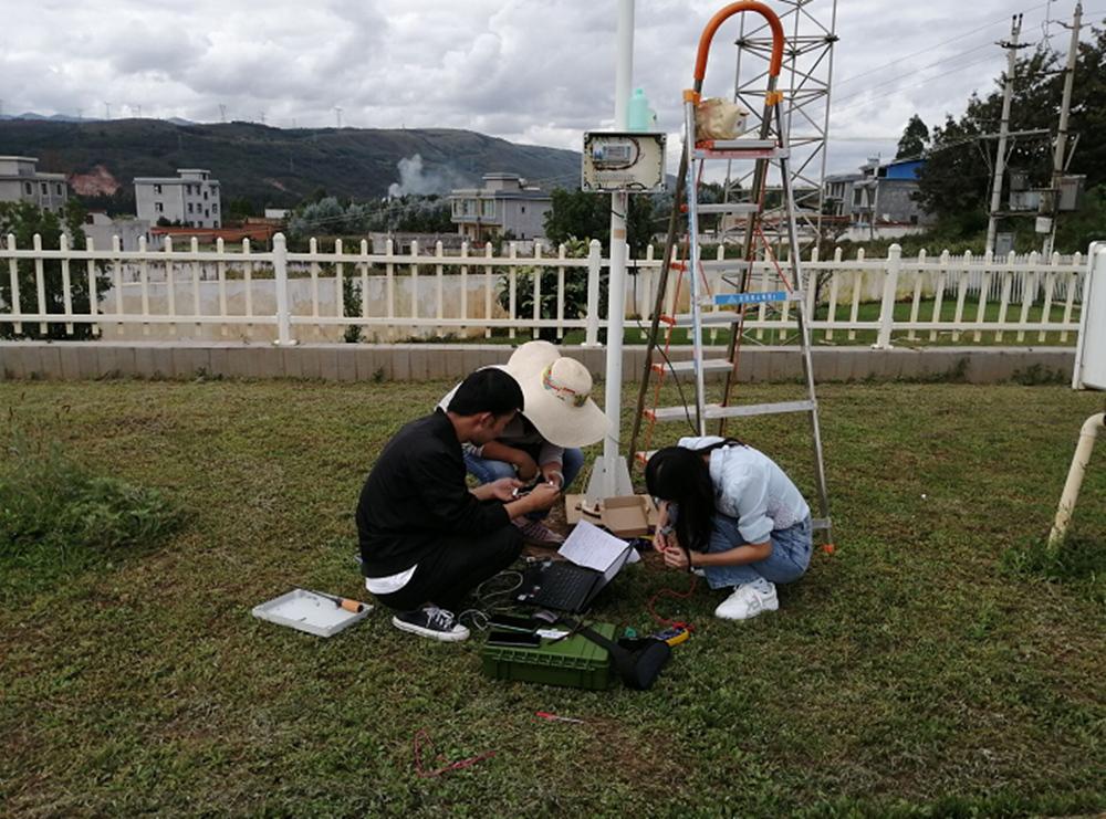 嵩明县气象局完成了气温降水多传感器的切换升级工作
