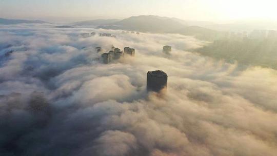 雨过天晴 昆明晨雾缥缈犹如天宫