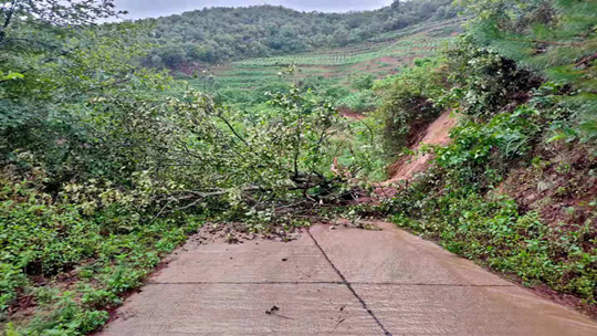 强降水导致云南镇沅县出现地质灾害