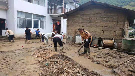 7月21日受降雨影响泸水市发山洪泥石流 部分农户房屋、道路受损