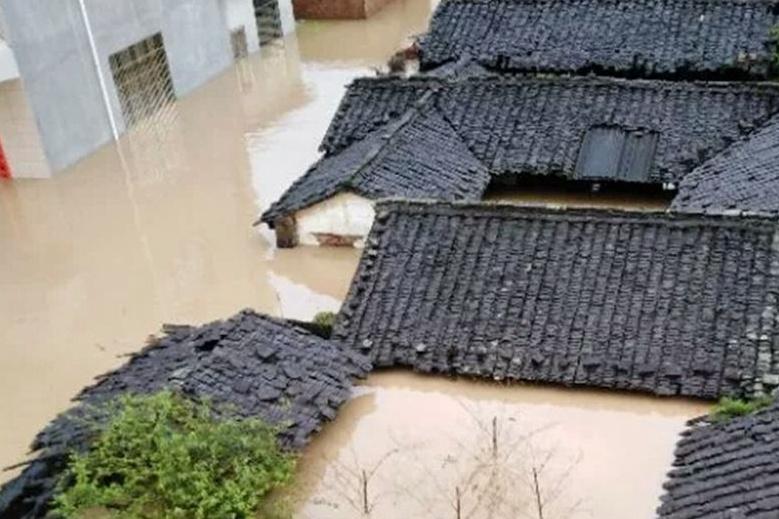 福建三明破纪录降水引发内涝 房屋几乎没顶